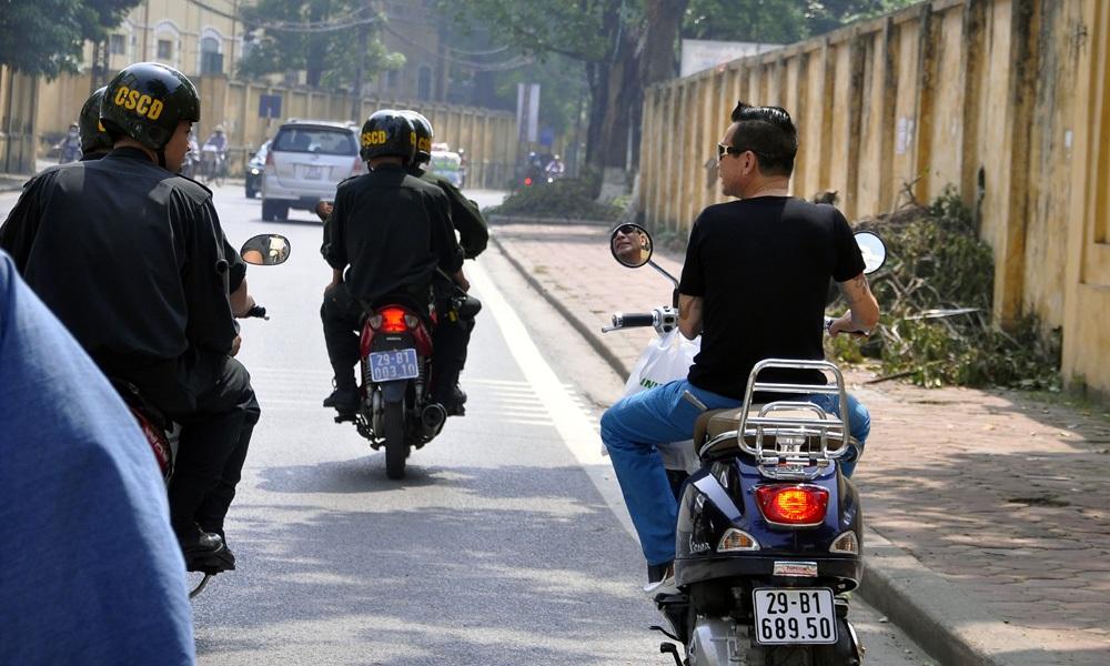 Việc tuần tra được thực hiện từ 6h30 đến 24h hàng ngày. Lực lượng CSCĐ tập trung xử lý người điều khiển, người ngồi trên mô tô, xe gắn máy, xe máy điện, xe đạp máy vi phạm quy định của pháp luật về mũ bảo hiểm khi tham gia giao thông.