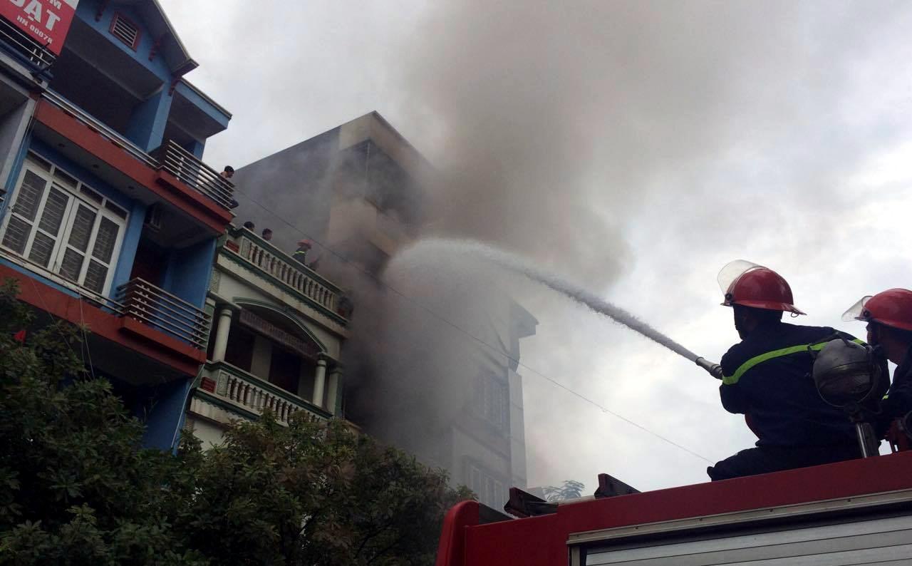 5 xe chữa cháy được điều động đến dập lửa.