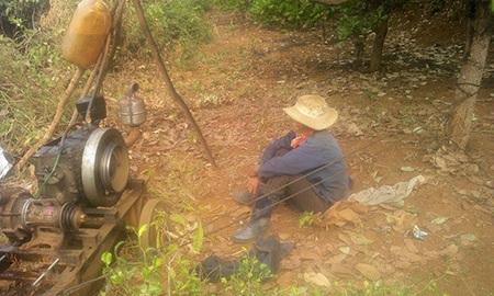 Tết đến nơi nhưng nhiều nông dân trồng cà phê vẫn phải bám rẫy để tưới cà phê
