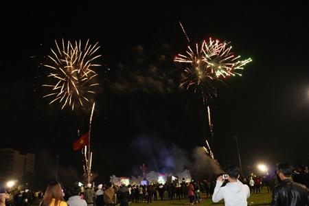 """Pháo """"nở hoa"""" trên bầu trời chào năm mới Bính Thân - 44"""
