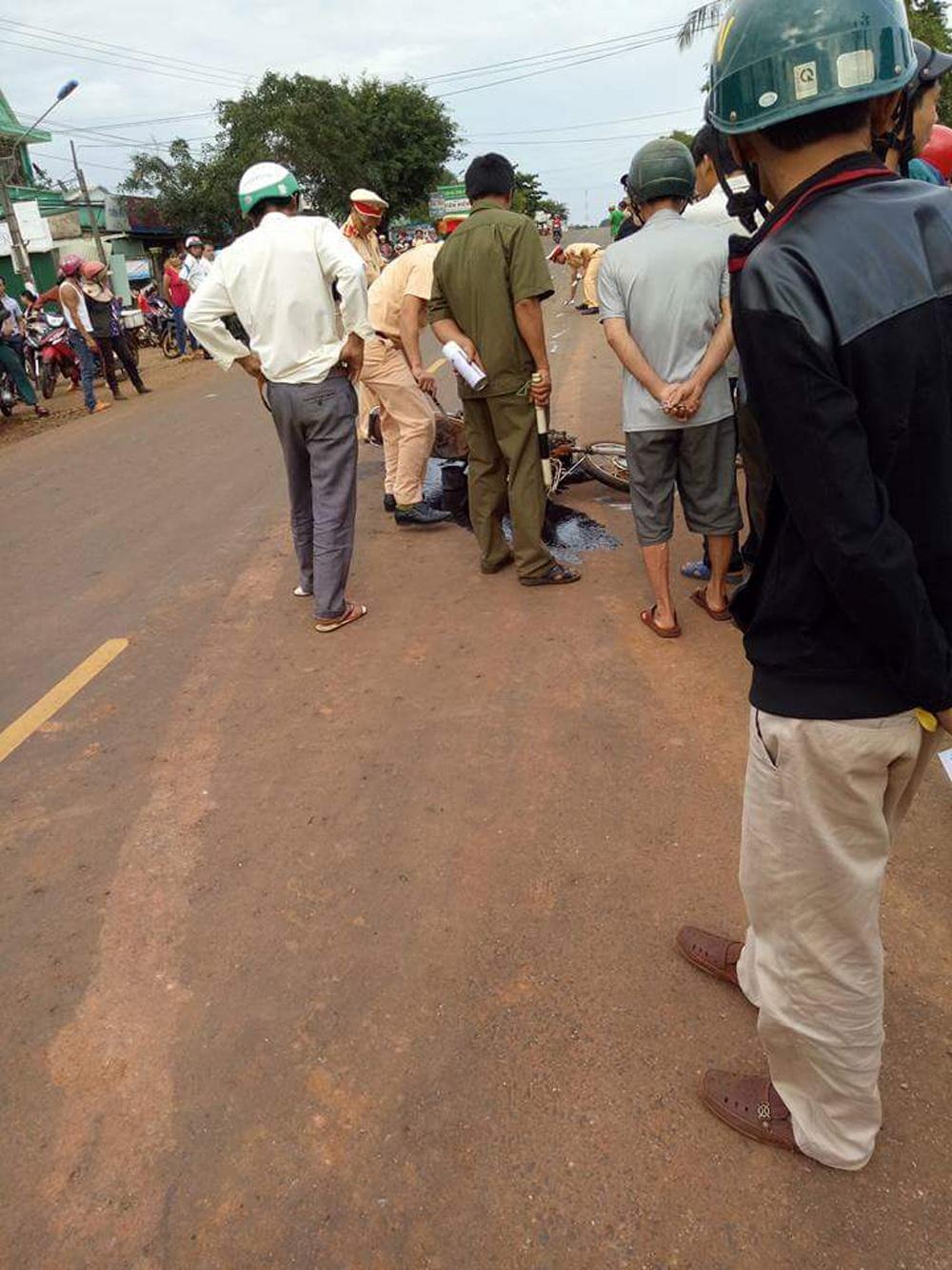 Cảnh sát giao thông tiến hành điều tra nguyên nhân vụ tai nạn