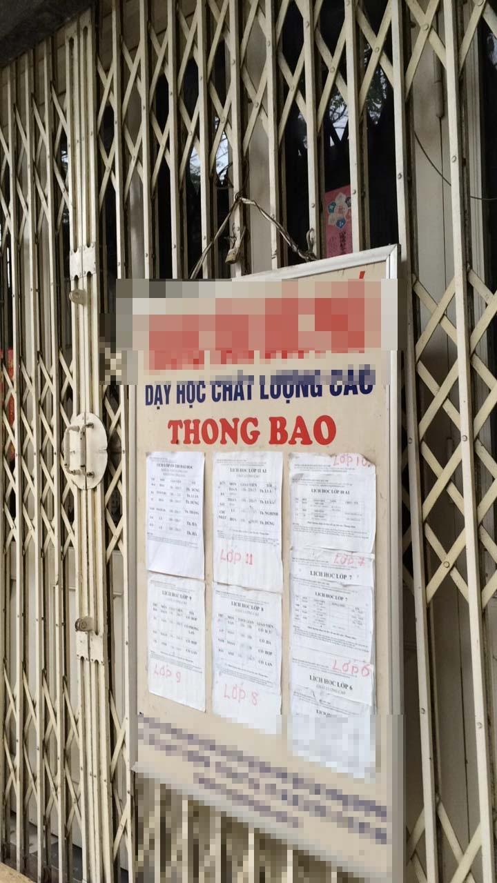 Một trung tâm luyện thi cạnh ĐHSP Hà Nội cửa đóng then cài trong sáng 29/3