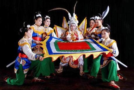Sinh viên, học sinh học ngành nghệ thuật truyền thống được giảm 70% học phí (ảnh: GD&ĐT)
