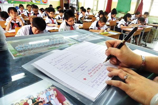 Giáo viên nhận xét học sinh theo TT 30
