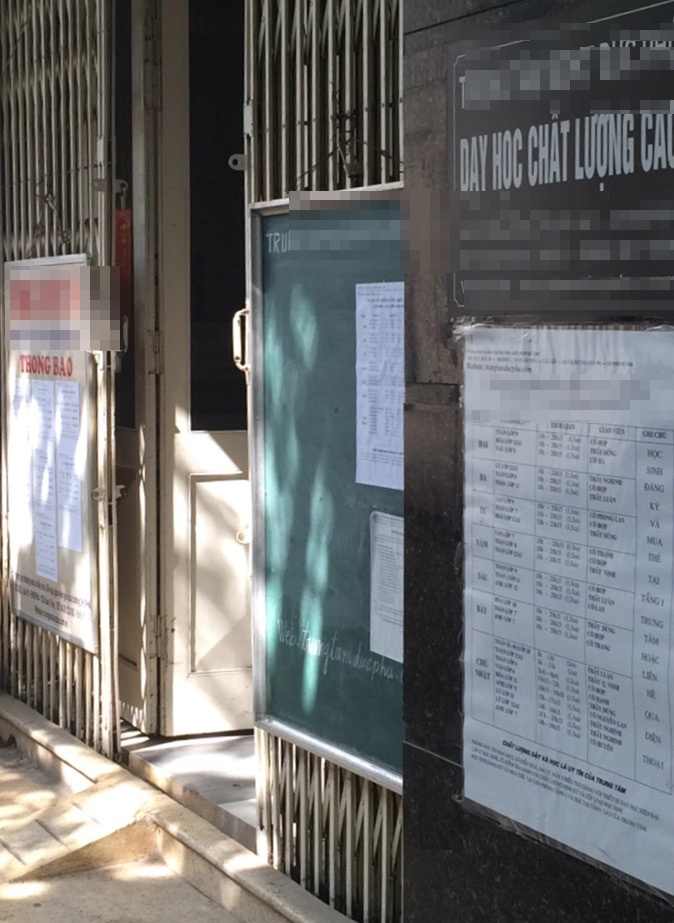 Trong sáng 28/6, lò luyện này hé mở cửa, tuy nhiên theo người ghi danh, số học sinh đến đăng kí học rất ít