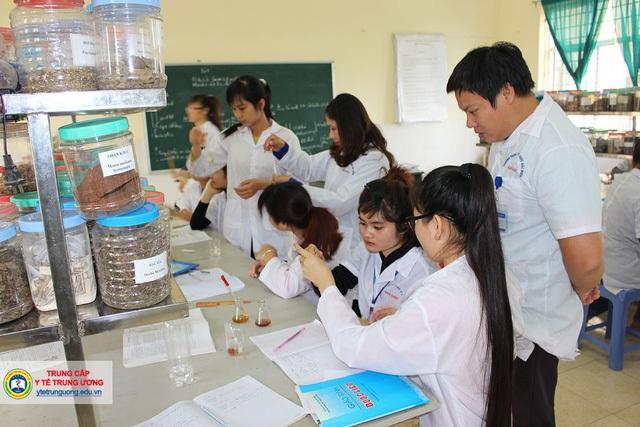 Giờ thực hành Dược Trường TCYT Trung ương