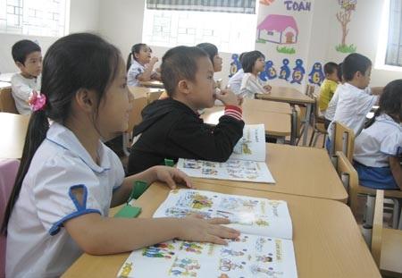 Học sinh tiểu học ở Hà Nội trong giờ học tiếng Anh