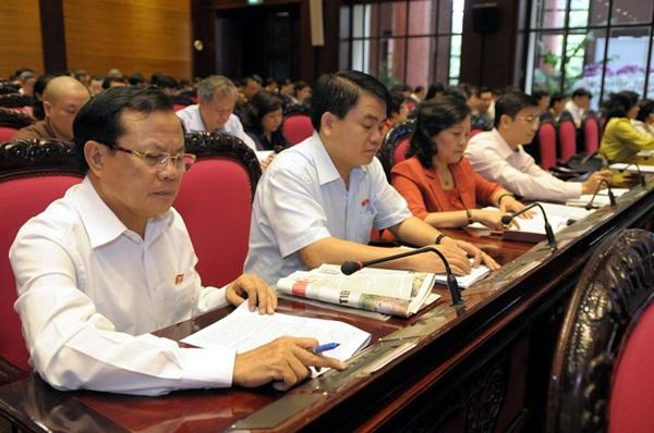 Đại biểu Quốc hội TP Hà Nội bấm nút biểu quyết thông qua dự án Luật hải quan sửa đổi