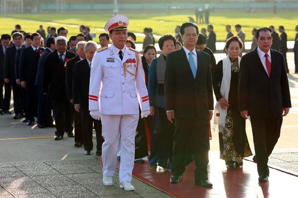 Các đoàn vào Lăng viếng Chủ tịch Hồ Chí Minh