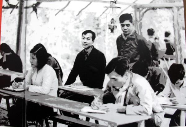 Đồng chí Nguyễn Văn Linh huấn luyện chính trị cho cán bộ cơ sở