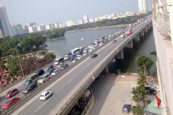 Sở GTVT Hà Nội đang đặt mục tiêu cho 5 năm tới làm xong tuyến đường vành đai 3,5 để giảm tải cho cây cầu cạn này