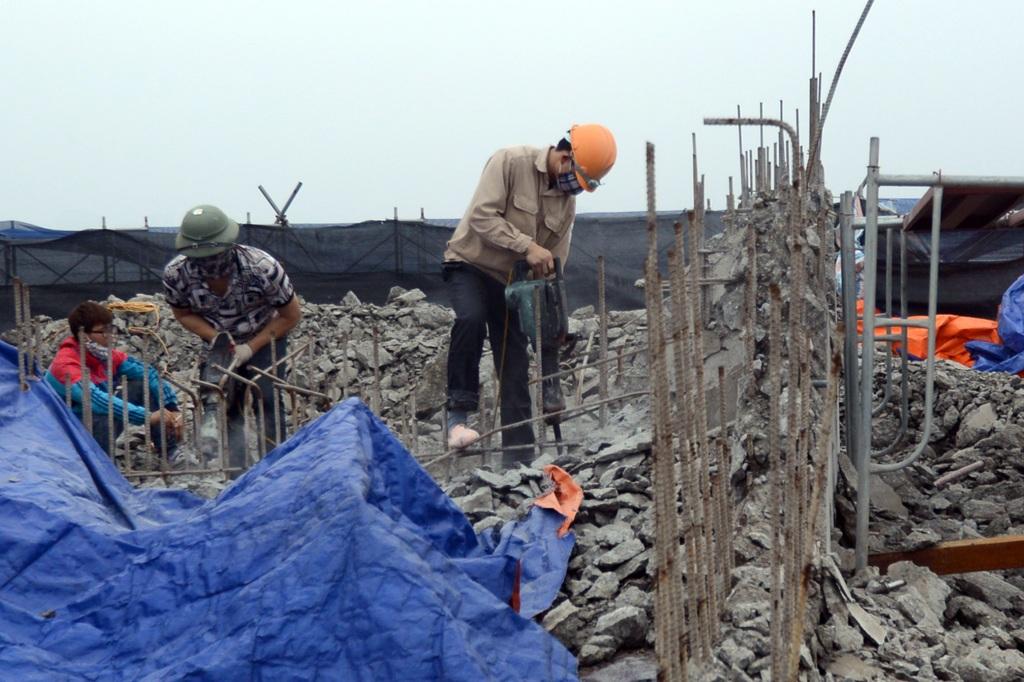 Sau khi lệnh cưỡng chế có hiệu lực, toàn bộ quá trình phá dỡ được UBND phường Điện Biên chỉ đạo