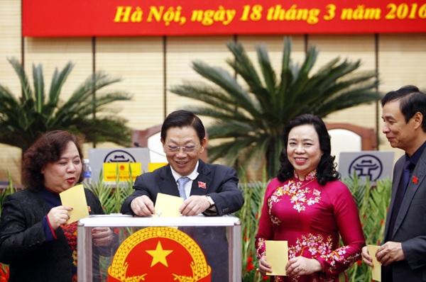 Đại biểu HĐND TP Hà Nội bỏ phiếu bầu 3 Phó Chủ tịch UBND TP