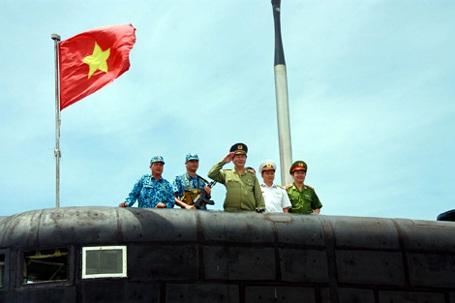 Ngày 3/9/2014, Đại tướng Trần Đại Quang cùng đoàn công tác của Bộ Công an đã đến thăm Bộ Tư lệnh Vùng 4 Hải quân, Lữ đoàn tàu ngầm 189, Lữ đoàn 162, Lữ đoàn 954 không quân - hải quân thuộc Quân chủng Hải quân. Tại đây, Đại tướng Trần Đại Quang đã lên thăm tàu ngầm Kilo 636 mang tên HQ182 Hà Nội (Ảnh: Công an Nhân dân).
