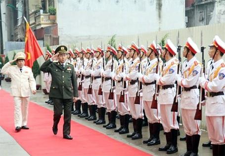 Đại tướng Trần Đại Quang, Uỷ viên Bộ Chính trị, Bộ trưởng Bộ Công an duyệt đội danh dự trong lễ khai giảng năm học mới tại Học viện Chính trị CAND (Ảnh: Công an Nhân dân).