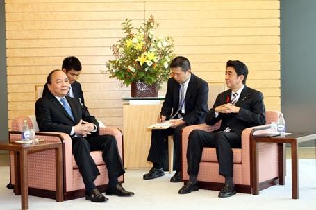 """Trong chuyến thăm và làm việc tại Nhật Bản vào tháng 10/2014 và có cuộc hội kiến với Thủ tướng Nhật Bản Shinzo Abe. Tại đây, Phó Thủ tướng Nguyễn Xuân Phúc nhấn mạnh việc hai nước nâng cấp quan hệ lên """"Đối tác chiến lược sâu rộng vì hòa bình và phồn vinh trong khu vực"""" có ý nghĩa hết sức quan trọng đối với sự phát triển trong quan hệ hai nước thời gian tới."""