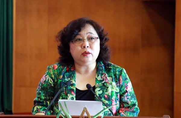 Ứng viên Nguyễn Thị Bích Ngọc trình bày chương trình hành động trước cử tri quận Thanh Xuân