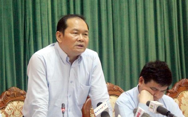 Ông Hà Huy Quang - Phó Giám đốc Sở GTVT Hà Nội trao đổi với báo chí những vấn đề liên quan đến tuyến xe buýt nhanh đầu tiên của Hà Nội