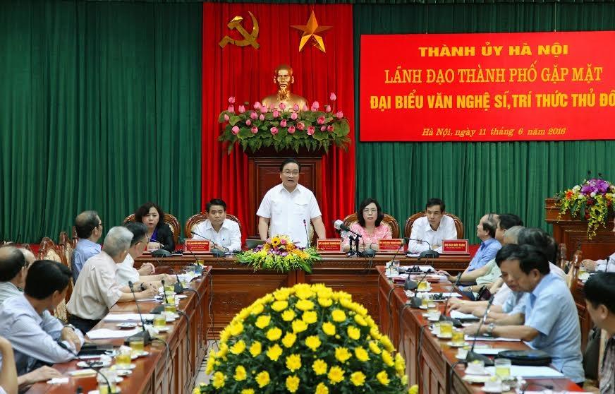 Lãnh đạo thành phố Hà Nội gặp mặt văn nghệ sĩ, trí thức Thủ đô