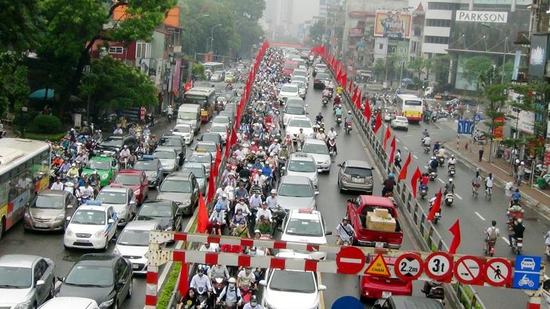 Phương tiện giao thông gia tăng quá nhanh ảnh hưởng lớn đến môi trường Hà Nội
