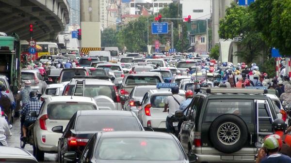 Hà Nội: Ùn tắc nhiều tuyến phố sau mưa lớn - 6