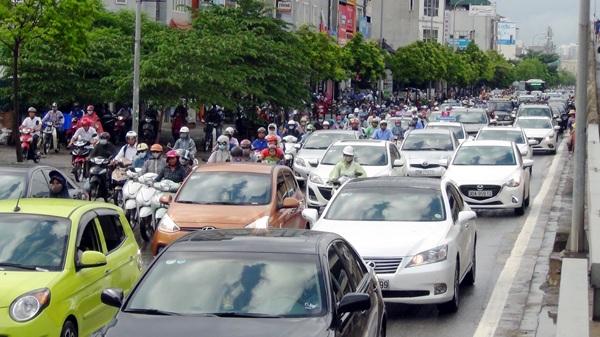 Hà Nội: Ùn tắc nhiều tuyến phố sau mưa lớn - 9