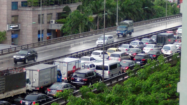Tình trạng ùn tắc đường trên cao thường xuyên diễn ra những tháng gần đây