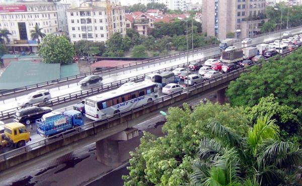 """Hà Nội: Hàng nghìn ô tô """"chết cứng"""" ở đường trên cao - 4"""