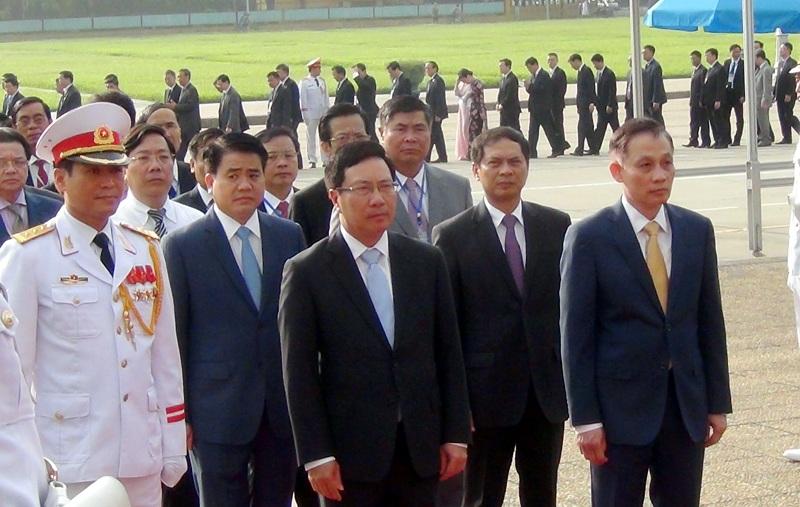 Đại biểu dự Hội nghị vào viếng Lăng Bác