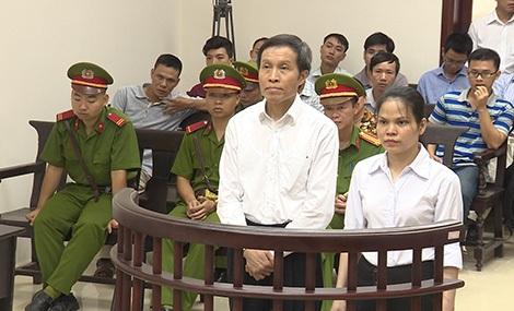 Bị cáo Nguyễn Hữu Vinh và Nguyễn Thị Minh Thúy trong phiên xét xử phúc thẩm (Ảnh: Công an Nhân dân)