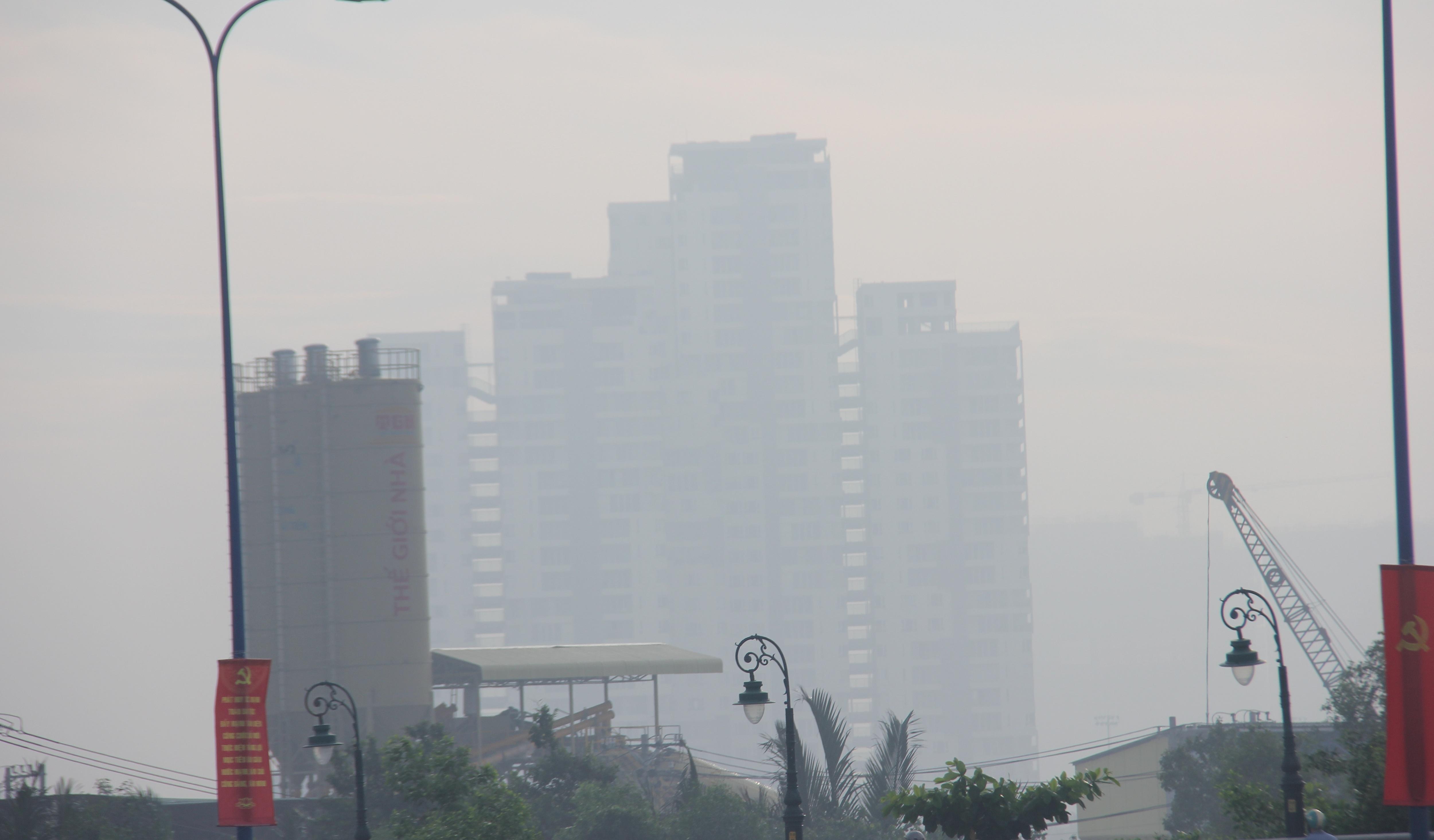 Mù khô vẫn đang bao trùm khắp Sài Gòn - 4