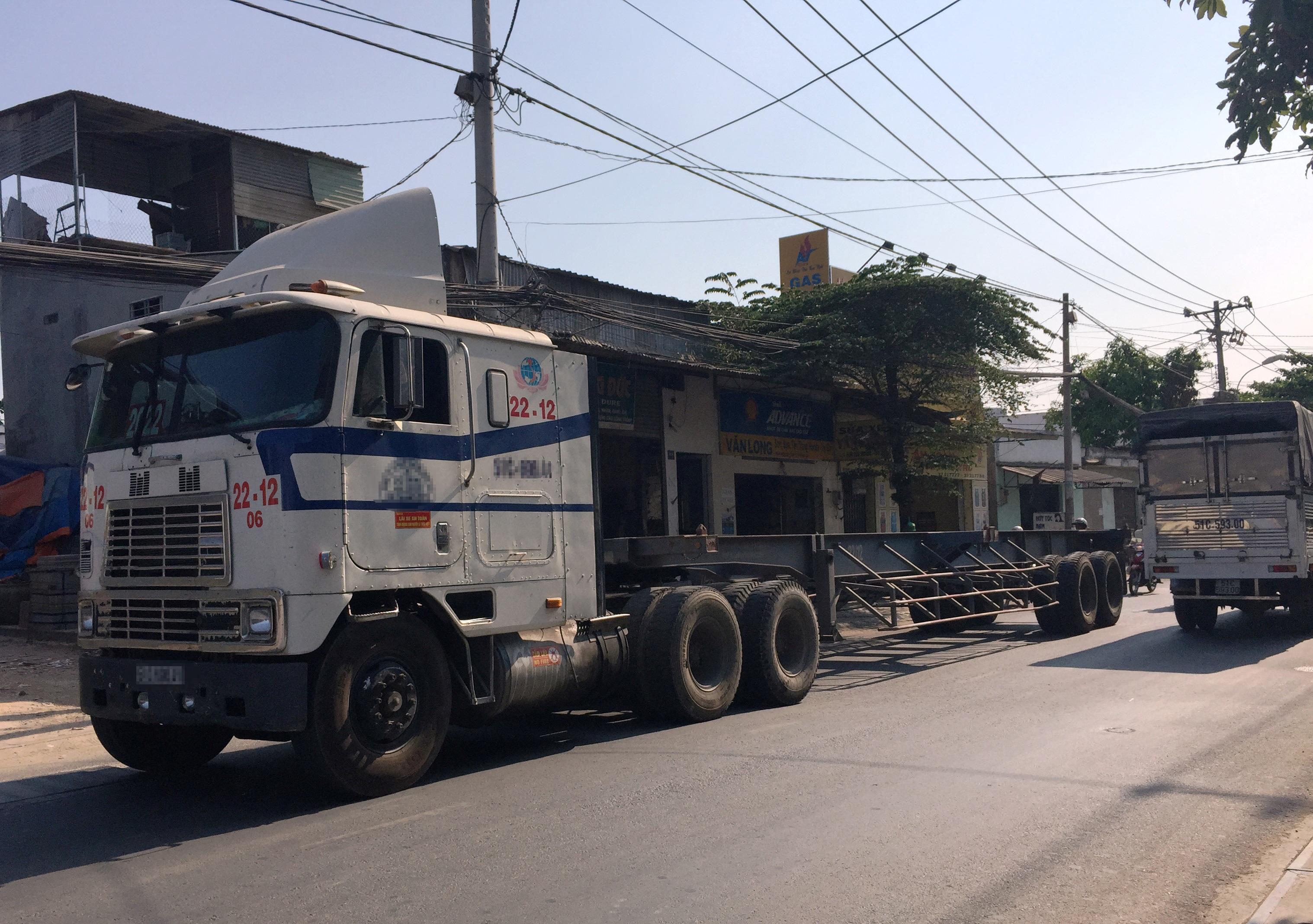 Theo TTGT, thậm chí còn có tình trạng biển báo cấm xe tải trên 5 tấn bị mất một cách khó hiểu gây mất ATGT.