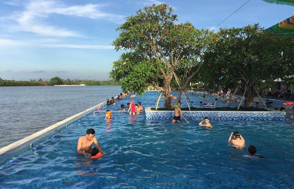 Hồ bơi tại KDL The BCR, nơi bé A. gặp nạn và tử vong.