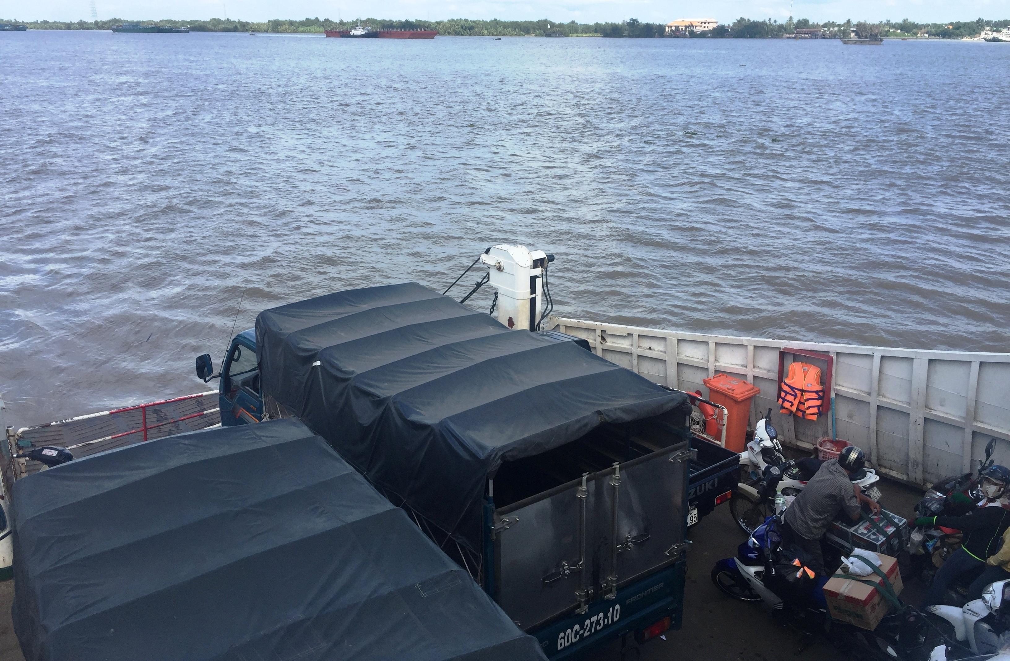 Người dân huyện Nhơn Trạch phấn khởi trước thông tin sẽ xây cầu thay bến phà Cát Lái để tránh thảm cảnh qua sông luỵ phà.