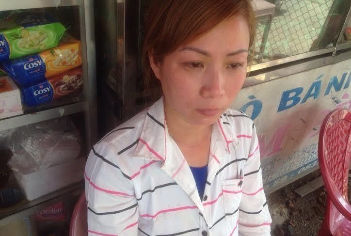 Hình ảnh chị Huệ (Việt kiều Đan Mạch) thẫn thờ sau 4 ngày mất tích, lang thang từ Đà nẵng vào TPHCM.