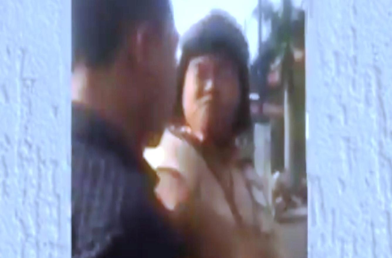 Hình ảnh CSGT dùng tay đánh người vi phạm được thể hiện trên đoạn clip (ảnh cắt từ clip).