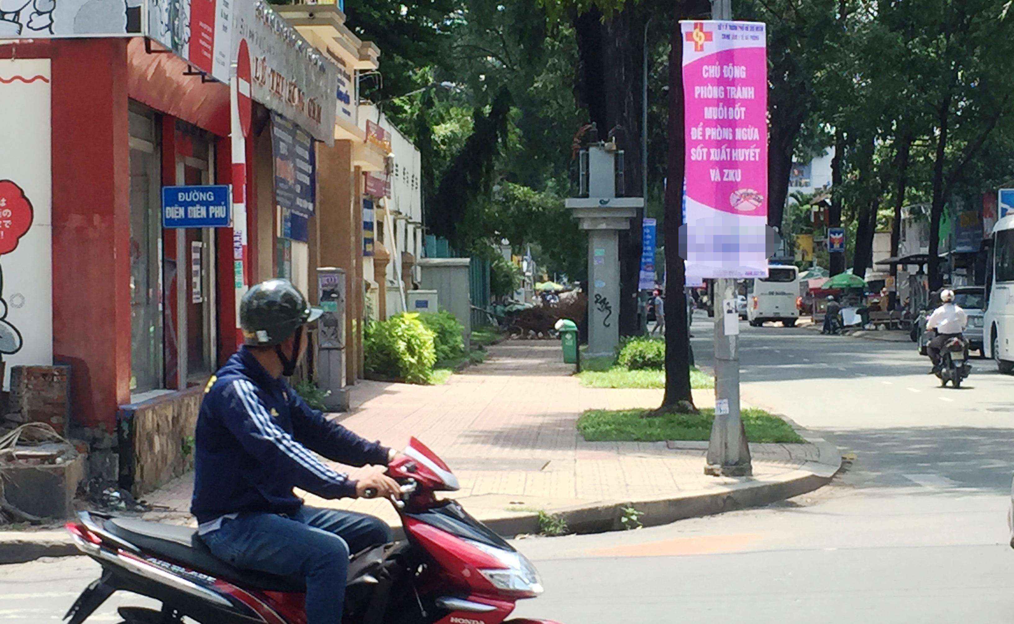 Người dân qua lại trên nhiều tuyến đường trung tâm TPHCM khá bất ngờ khi nhìn thấy hàng loạt băng rôn tuyến truyền của ngành Y tế TPHCM có thông tin về bệnh Ziku