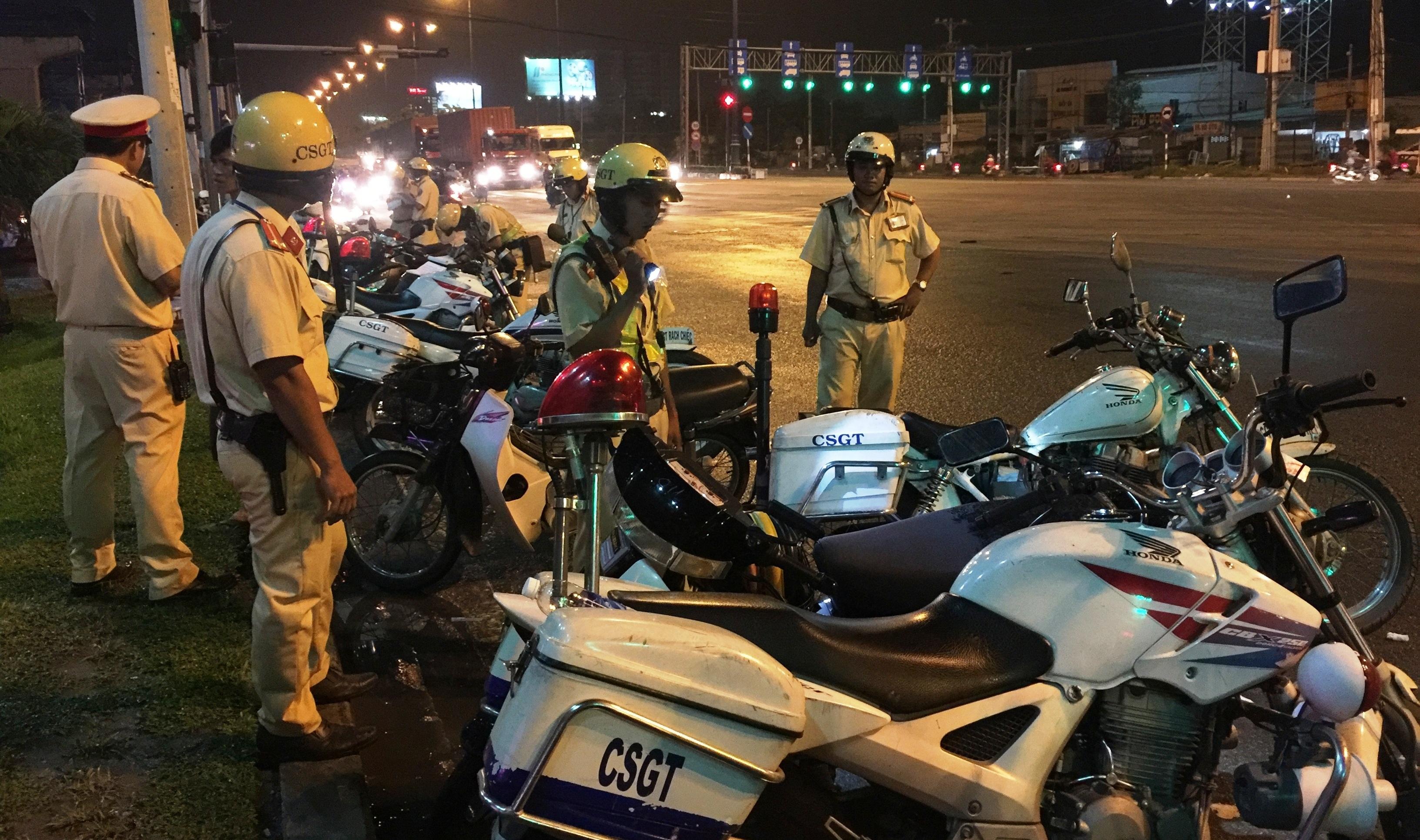 Lực lượng CSGT cửa ngõ Sài Gòn liên tiếp tham gia trấn áp tội phạm
