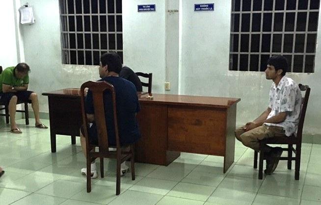 3 nghi can quốc tịch Iran liên quan đến vụ cướp ở tỉnh Ninh Thuận đã bị lực lượng CSGT Rạch Chiếc chặn bắt khi đang trốn về TPHCM.