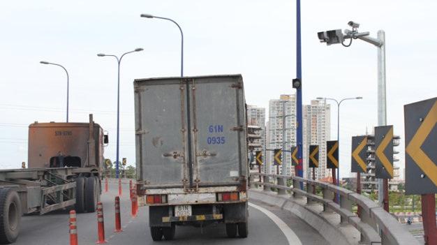 Biện pháp trước mắt để kéo giảm tai nạn ở cầu Phú Mỹ là cơ quan chức năng sẽ tiến hành lắp đặt camera quan sát, ghi hình, kiểm tra tốc độ… để phạt nguội đối với phương tiện vi phạm.