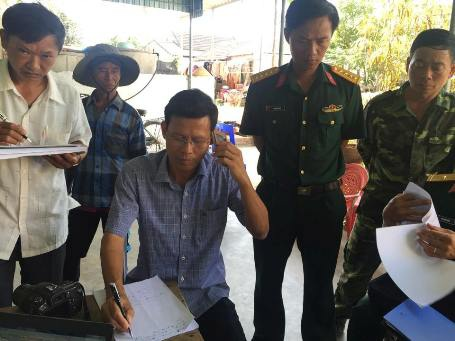 Các lực lượng chức năng trên bờ của Hà Tĩnh đang cố liên lạc với các tàu ngoài biển