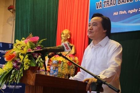 Bộ trưởng Bộ GD&ĐT Phùng Xuân Nhạ nhấn mạnh Trường Đại học Hà Tĩnh có nhiều tiềm năng, lợi thế