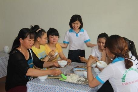Các em được ăn ở miễn phí và được các nhân viên đưa đón đến các điểm thi