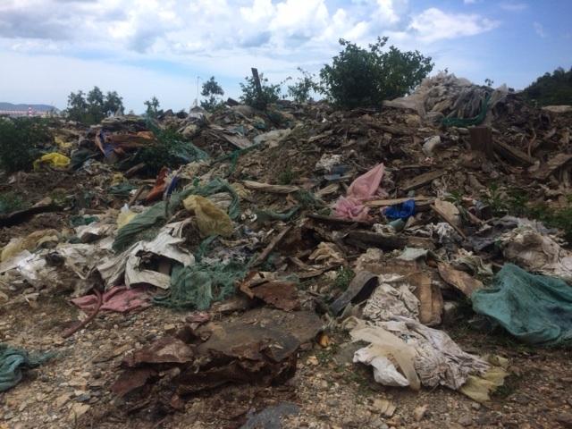 Một lượng rác khổng lồ được tập kết tại mỏ đá của Công ty 171