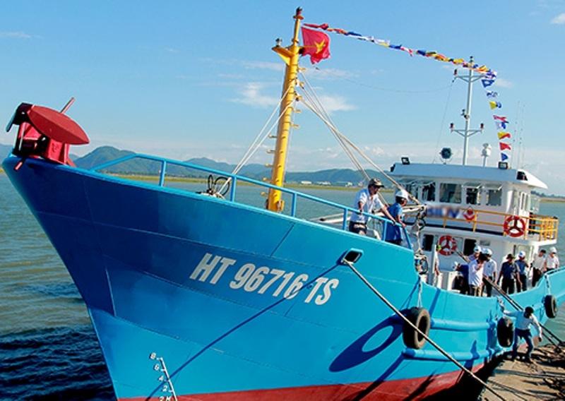 Chiếc vỏ thép đầu tiên được bàn giao cho ngư dân Hà Tĩnh