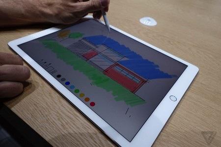 Người dùng có thể sử dụng Apple Pencil để viết, vẽ trực tiếp lên màn hình iPad Pro