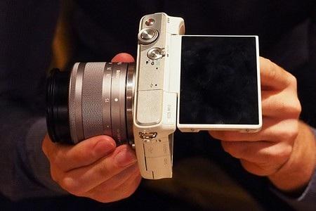 EOS M10 là phiên bản mới nhất của dòng máy ảnh không gương lật EOS M