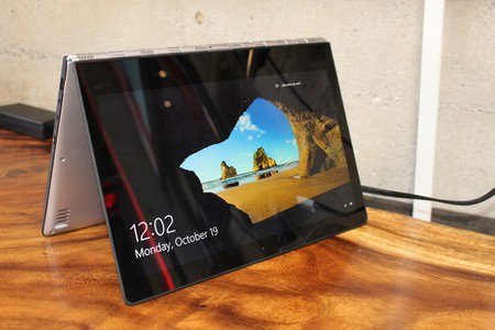 Màn hình sản phẩm có thể gập ngược 360 độ về phía sau để sử dụng như một máy tính bảng