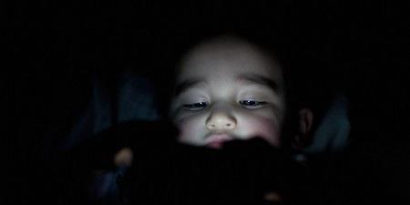 Sử dụng smartphone trên giường sẽ ảnh hưởng xấu đến giấc ngủ