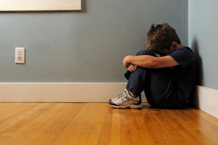 """Trẻ có thể mắc phải nhiều chứng rối loạn về tâm lý nếu """"nghiện"""" smartphone"""